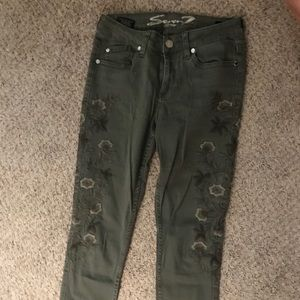 Seven7 Embroidered Skinny Jeans